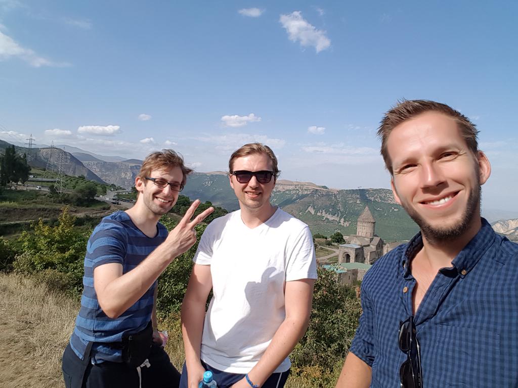 Konrad, Ben und ich vor dem Kloster Tatev