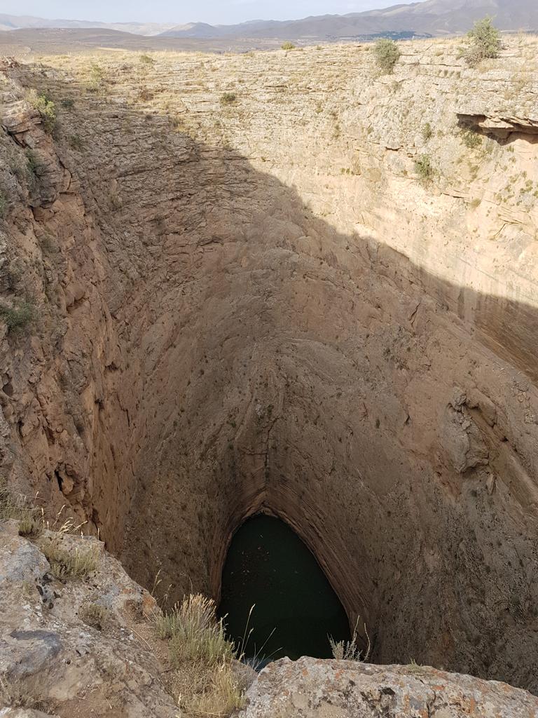 Hier geht es fast 40m runter