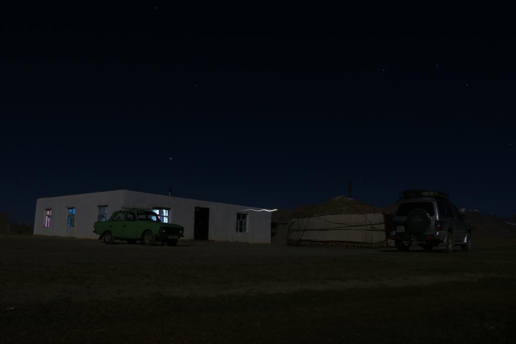 Unser Schlafplatz im Mondschein. Wann kommen die Wölfe?