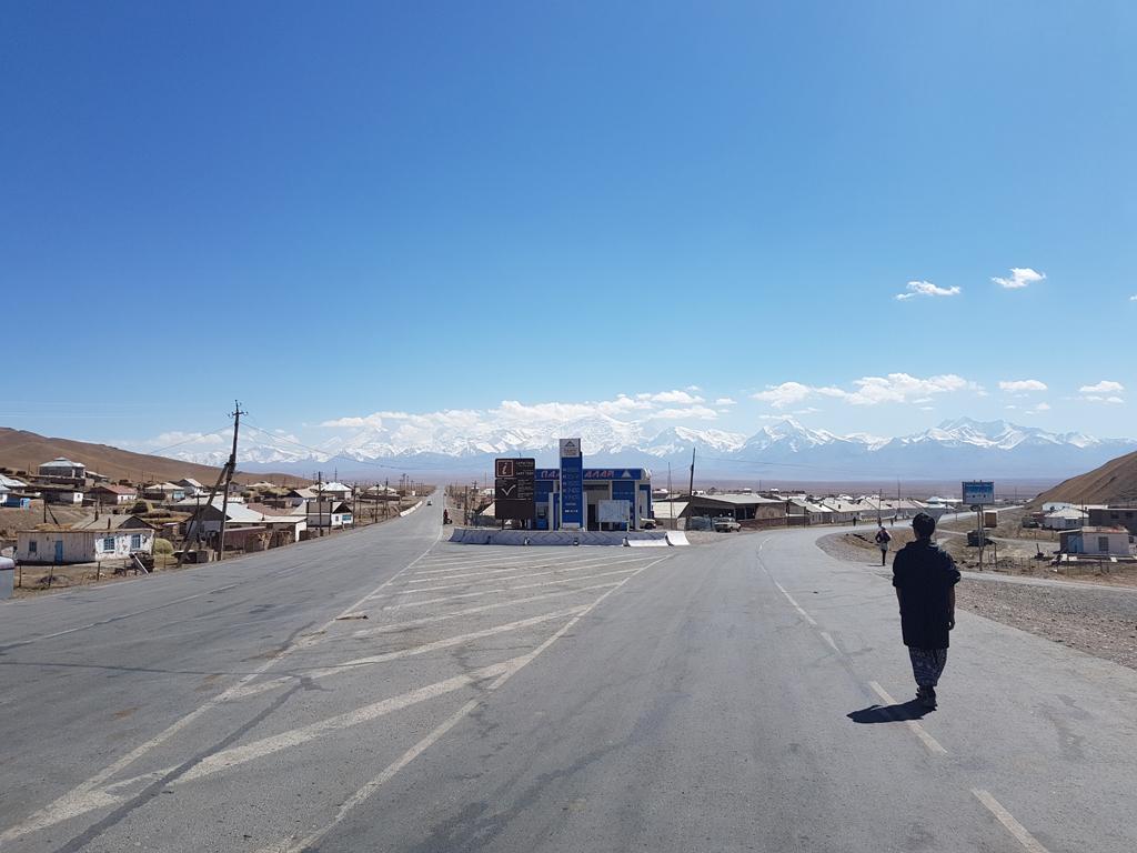 Blick von Sary Tash zum Pamir-Gebirge