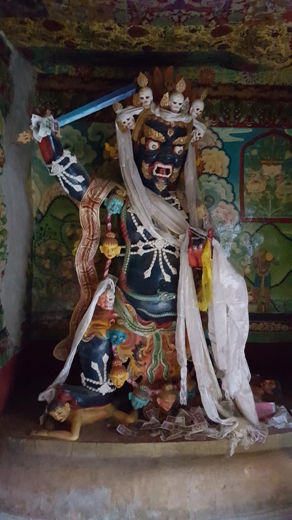 Schutzgötter vor dem Klostereingang
