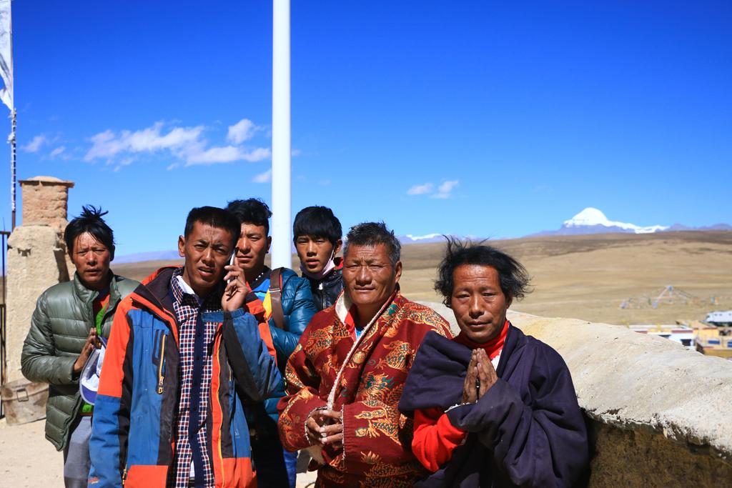 Pilger in der Kailash-Region. Im Hintergrund der Kailash