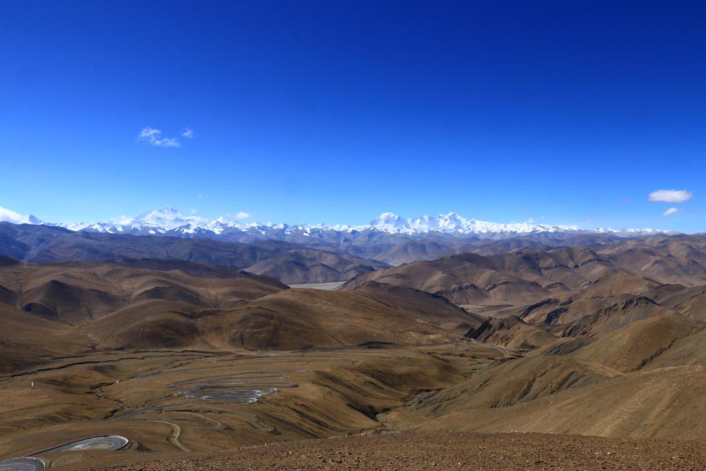 Die Himalaya-Kette mit dem Mount Everest. Wolkenfrei.