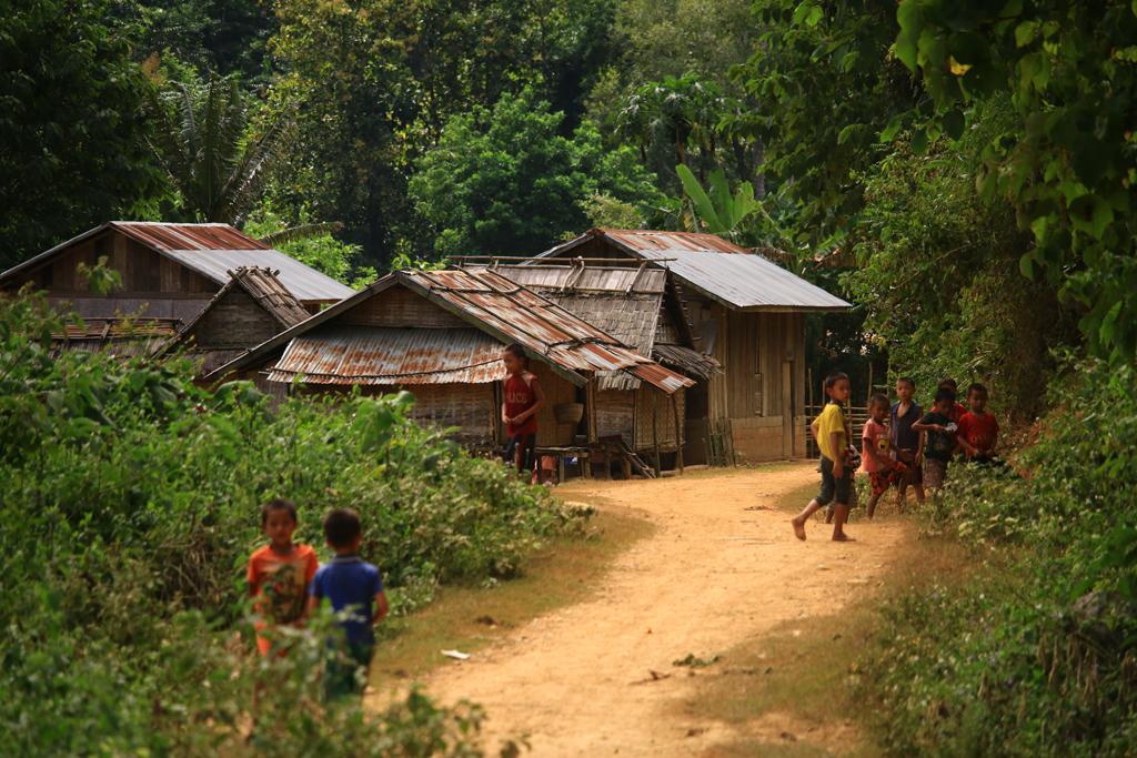 Szene aus einem laotischen Dorf