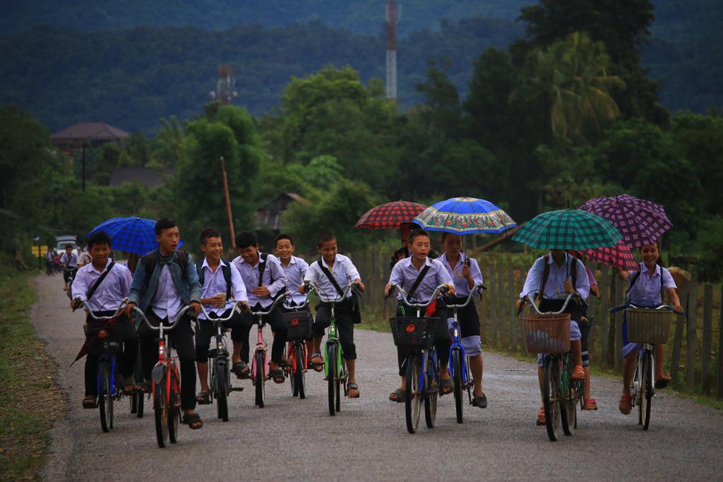Kinder auf dem Heimweg von der Schule