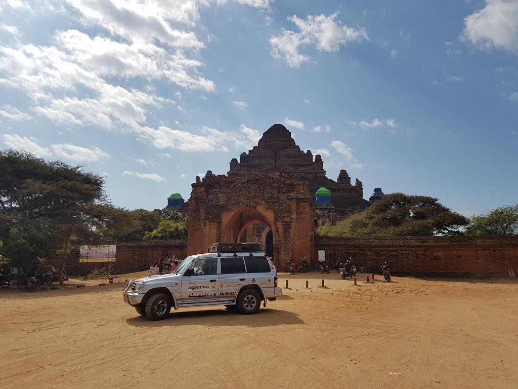 Bis hierhin ist der Helmut schon gekommen: Bagan (Im Hintergund der Tempel des Schmutzkönigs)