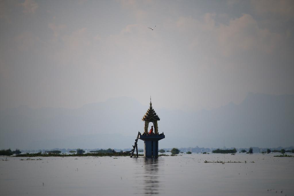 Ein Schrein mitten auf dem See