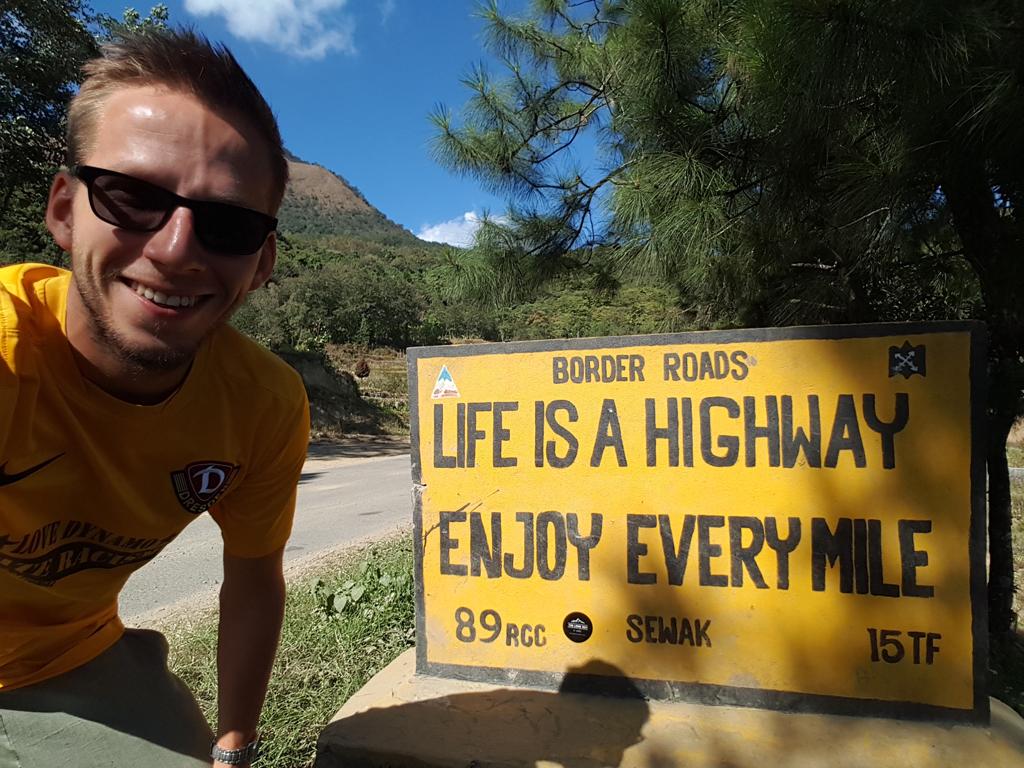 Das Schild ist eher ein Witz bei den Straßenbedingungen