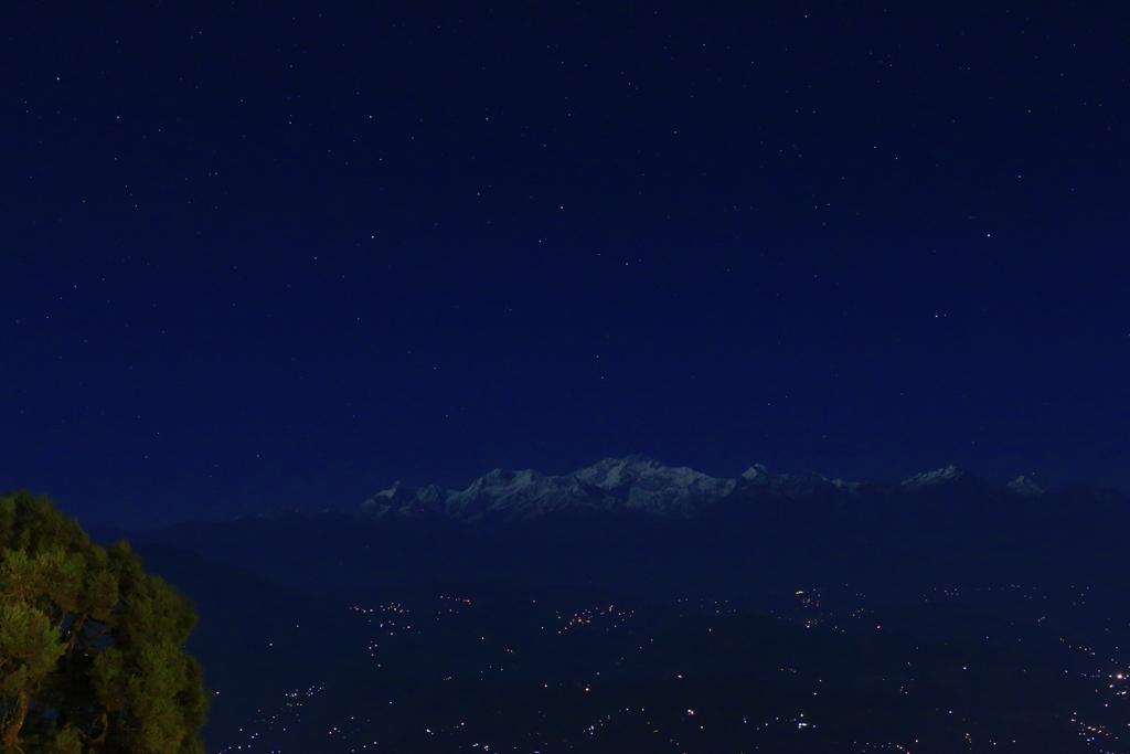 Nachts zeigte sich der Achttausender im Mondlicht