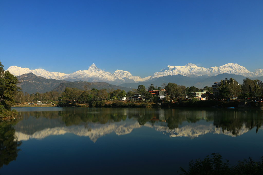 So schön wie sich die Berge im Wasser spiegeln