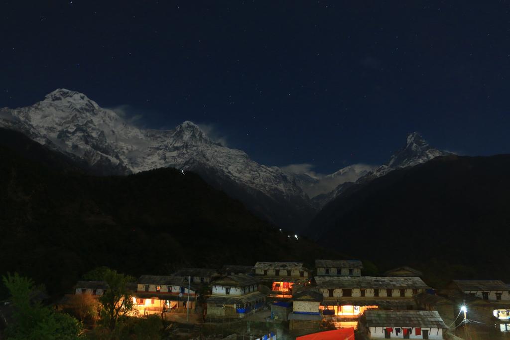 Ghandruk bei Nacht: Die Berge zeigen sich