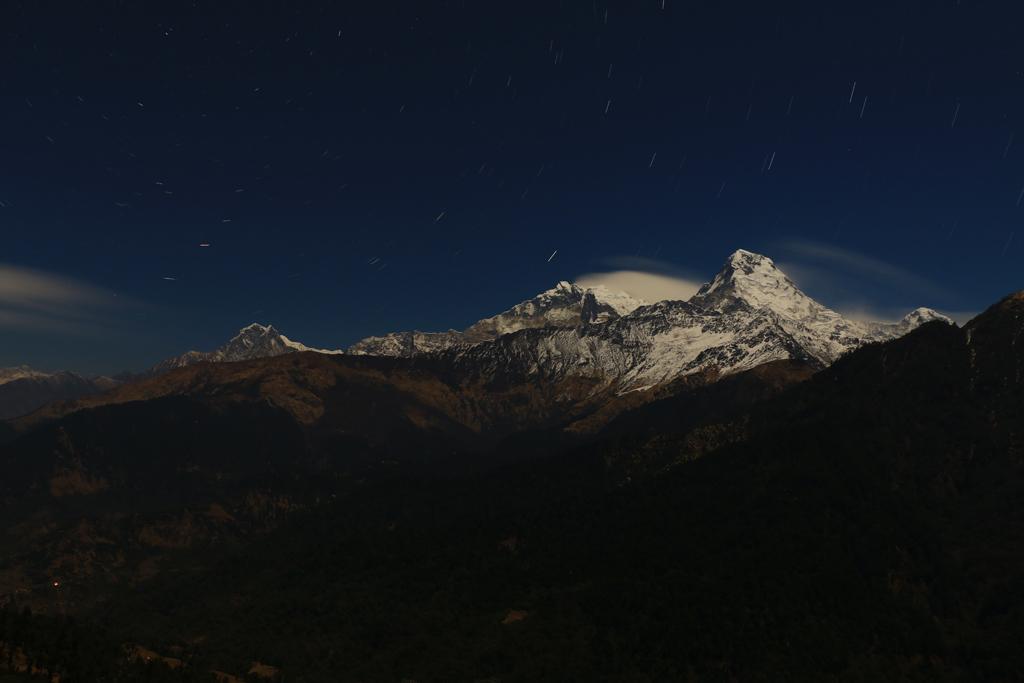 Nachts zeigte sich der 8000er Gipfel im Mondlicht