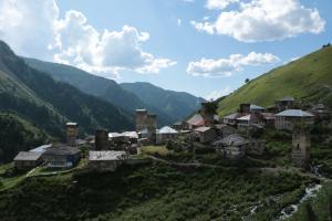 Ein Dorf im Kaukasus